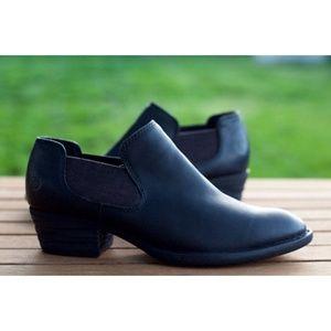 Born Dallia Chelsea Shooties Black Leather Booties